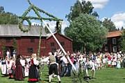 Традиционный Мидсоммар в Швеции // forsahembygdsforening.se