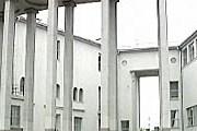 Здание, в котором разместился выставочный центр. // tvc.ru