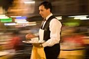 Чаевые официантам давать не нужно. // Grant Faint