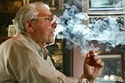 Курение в табачных лавках не запрещено. // Travel.ru