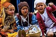 На время праздника горожане переодеваются в исторические костюмы. // baguenaude.photo.free.fr