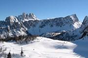 Курорт расположен на восточных склонах Доломитовых Альп. // dolomitesworld.com