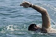 Михаил Саакашвили устроил заплыв в Черном море. // AFP