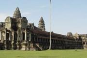 Ангкор-Ват ежегодно посещает свыше миллиона туристов. // Wikipedia
