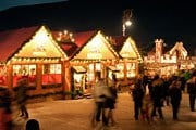 Рожественские базары притягивают множество туристов. // iStockphoto