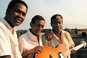 Акустическая гитара - главный инструмент бачаты. // bachateros.com