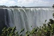 Водопад Виктория привлекает туристов в Замбию. // Wikipedia
