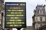 Признание в любви можно разместить на светодиодных экранах. // tout-paris.org