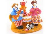 Дымковская игрушка - самый известный из глиняных промыслов России. // Wikipedia