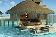 Виллы отеля построены над водой и на пляже. // VIP-tourism.ru