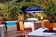 У гостей создается впечатление, будто они сидят под открытым небом. // businesstraveller.com