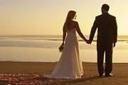 Чтобы устроить романтическую свадьбу на пляже, не надо будет покидать Европу. // weddingdressgown.org