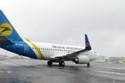Самолет Ukraine International Airlines прибывает в Домодедово // Travel.ru