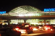 Вход в старый внутренний терминал - через международный. // Travel.ru
