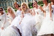 Парад невест – веселое зрелище. // cosminakelemen.wordpress.com