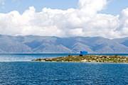 Озеро Севан расположено в самом сердце Армянского нагорья. // venividi.ru