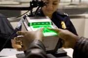 Сканирование пальцев при въезде проводится во многих странах мира. // biometric-solutions.com