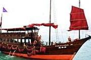 Получасовая прогулка по гавани Виктория обойдется туристу в $10. // allabouthongkong.com