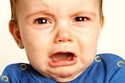 Детский плач мешает пассажирам первого класса. // inquisitr.com
