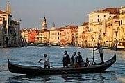 В Венеции пассажиров снова будут переводить гондолы-паромы. // blog.travelpod.com