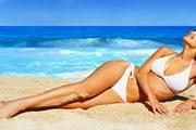 На тунисских пляжах по-прежнему можно загорать в купальниках. // iStockphoto