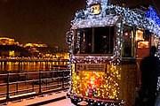 По Будапешту можно прокатиться на рождественском трамвае. // visitbudapest.travel
