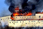 Пожар нанес замку серьезный ущерб. // krimi.noviny.sk