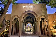 Отель находится посреди оливковой рощи. // pullmanhotels.com