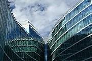 Волнообразные фасады Palazzo Lombardia // Mauro Gambini