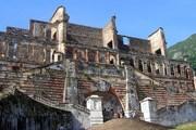 Фасад дворца Сан-Суси на Гаити // Wikipedia
