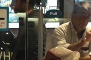 В Швейцарии можно курить и в кафе, и в аэропортах. // article.wn.com