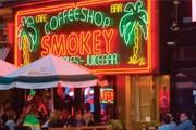 Кофе-шопы останутся доступны туристам. // singularcity.com