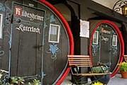 Номера отеля Lindenwirt размещаются в винных бочках. // deutsch-perfekt.com