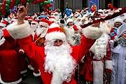 Праздники начнутся с театрализованного шествия Дедов Морозов и Снегурочек. // gazetaby.com