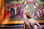 Туристы могут увидеть фрагменты алтаря, находящиеся на реставрации. // visitghent.be