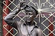 В Бобруйске установлен памятник Шуре Балаганову. // gazetaby.com