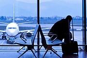 Туристы не смогли вылететь в Милан. // iStockphoto / andrearoad