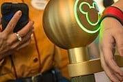 Браслеты MagicBand помогут гостям парков развлечений. // travelweekly.com