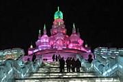 Дворцы и храмы изо льда – часть выставки в Харбине. // wikipedia.org