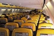 Вид с последних рядов в самолете Ryanair // Travel.ru