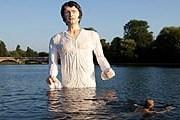 Мистер Дарси выходит из озера Серпентин. // independent.co.uk