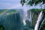 Водопад Виктория расположен на реке Замбези. // Travel.ru