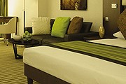 Номер в Mövenpick Hotel Jumeirah Lakes Towers // moevenpick-hotels.com