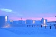 Снежный замок открывается в январе. // lapland.fi