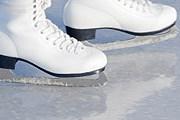 При необходимости коньки можно взять в аренду. // iStockphoto / FredFroese