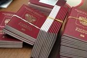 """Загранпаспорт с отпечатками пальцев получило 15 тысяч россиян. // РИА """"Новости"""""""