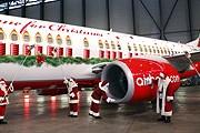 Рождественский лайнер готовят к полету. // airberlin.com