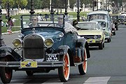 Винтажные автомобили проедут по центру Парижа. // PostWarClassic.com