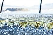 Посетители фестиваля попробует лучшие игристые вина. // vanwinefest.ca