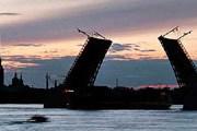 Разводные мосты - символ Санкт-Петербурга. // enlight.ru